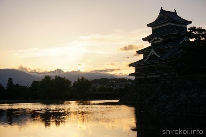 夕陽の松本城