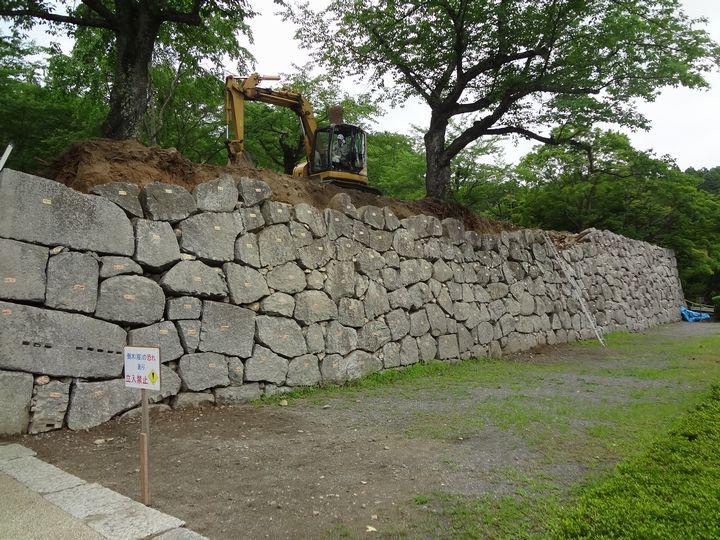 修復中の石垣