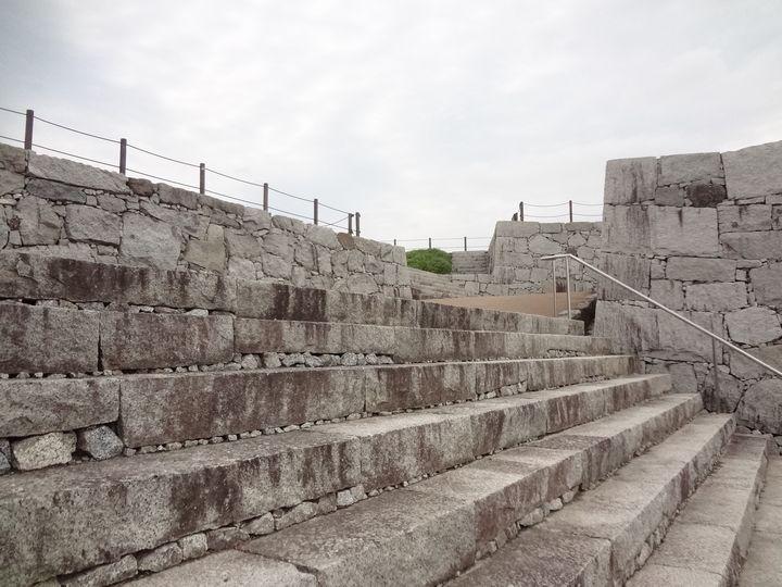 本丸虎口の石段