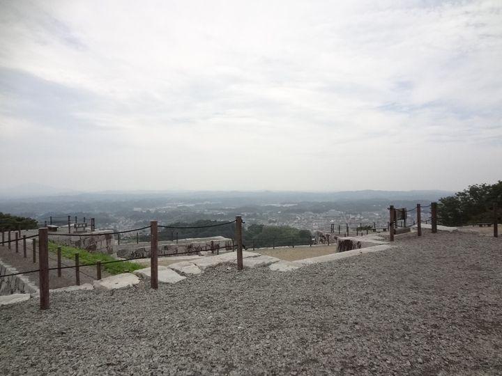 天守台から城下を眺める