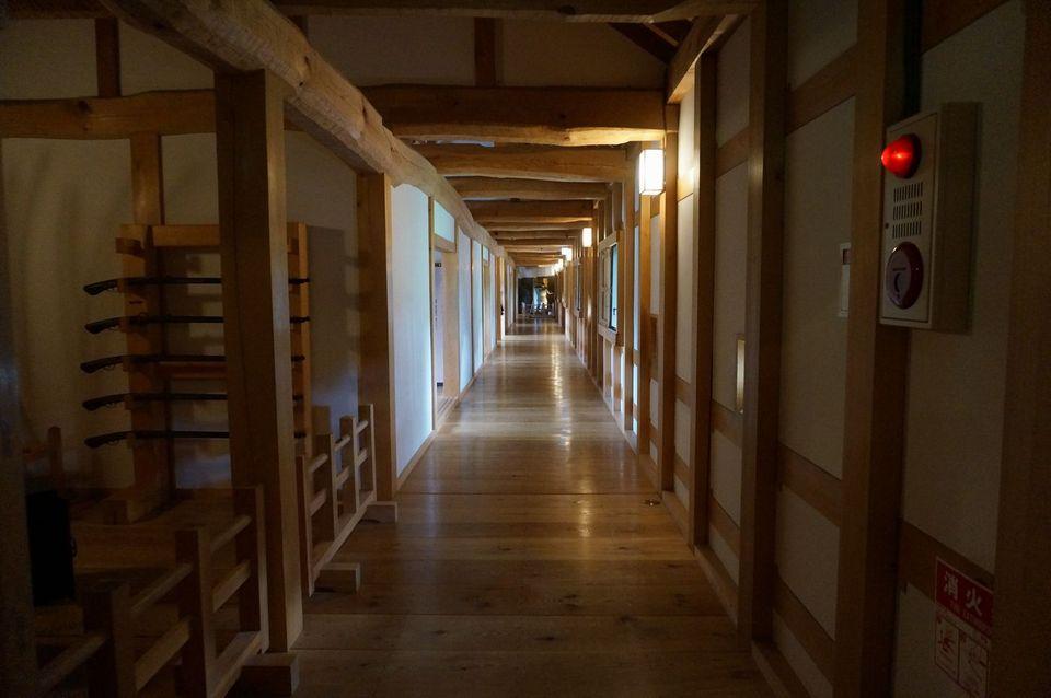長屋の長い廊下