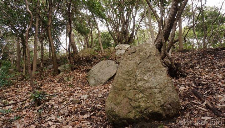 大手を飾ったであろう大きな石
