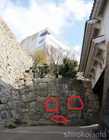 姫路城 「ぬの門」の鏡石