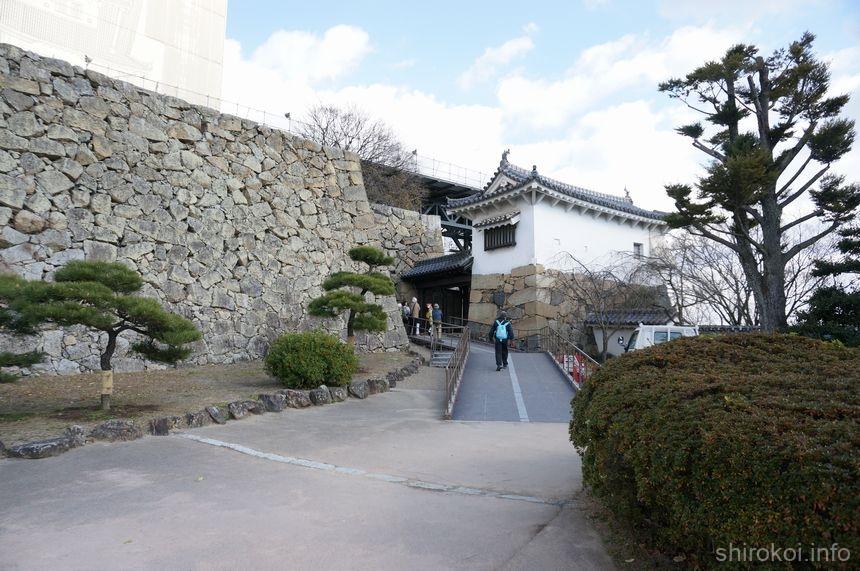 姫路城 「りの門」