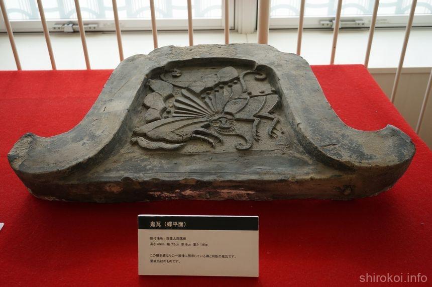 鬼瓦(蝶平面)