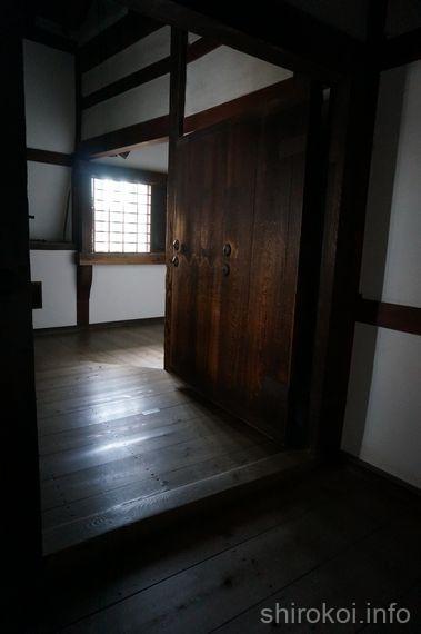 身分の区切りの廊下