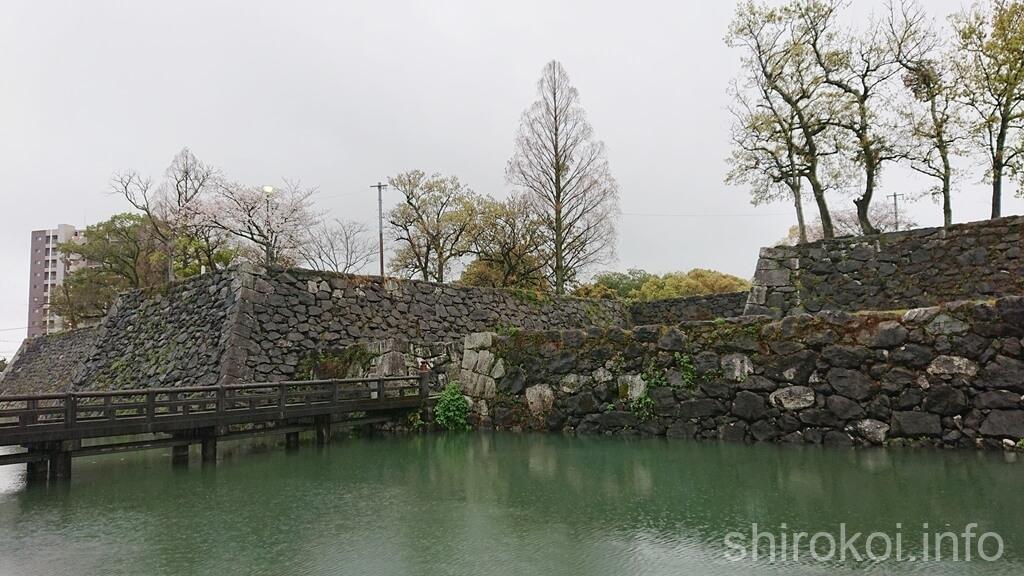 八代城 本丸欄干橋へ